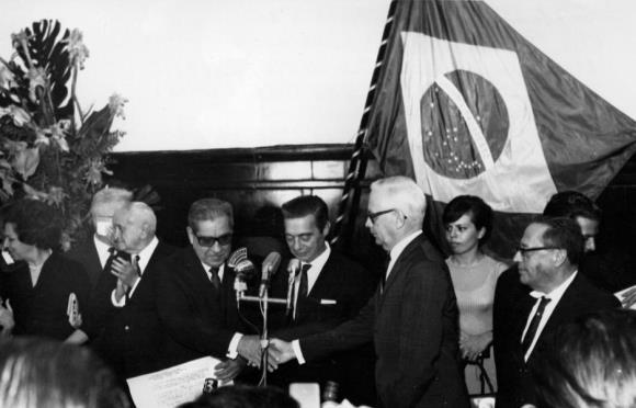 Reportagem de 1967: Costa recebe líderes hoje