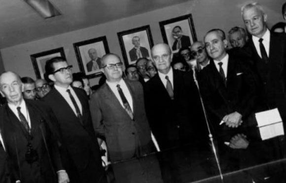 Reportagem de 1967: Mesa provoca interpelação