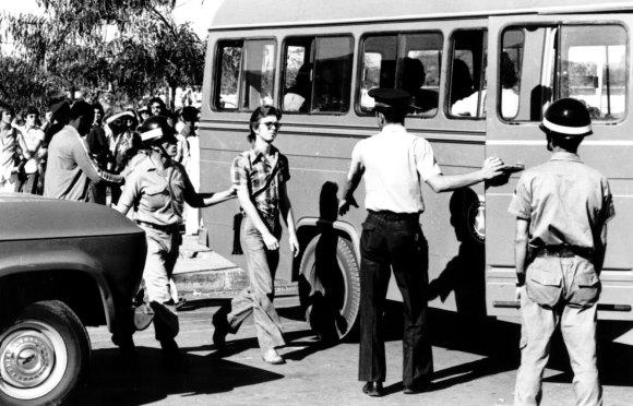 Reportagem de 1968: Será o começo do fim da crise?