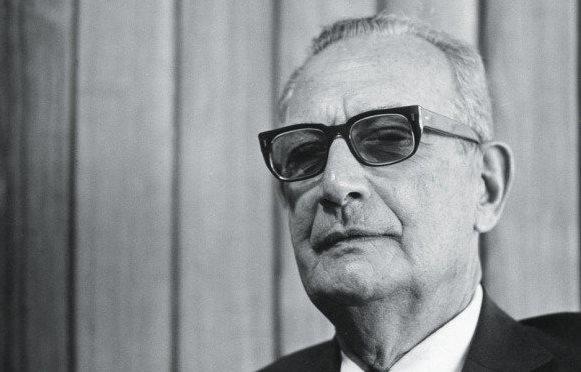Matéria de 1969: A reabertura vem devagar. É a nova política