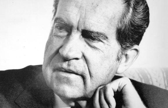 Matéria de 1974: EUA: Nixon vai renunciar. É a opinião geral