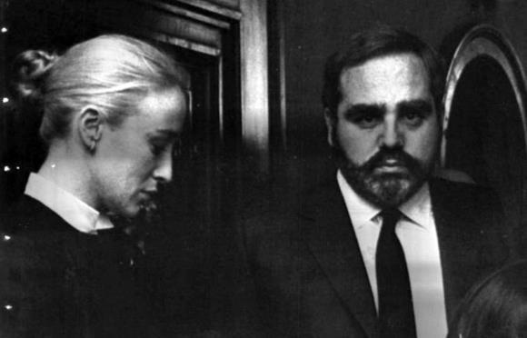 Angelo Rizzoli, que pediu demissão o cargo de presidente da Editora Rizzoli, e a mulher, a atriz Eleonora Giorgi, em 1983 (Foto: Ansa)