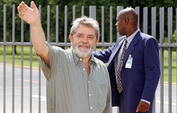 Artigo de 2003: Lula incorpora a felicidade ao exercício do poder