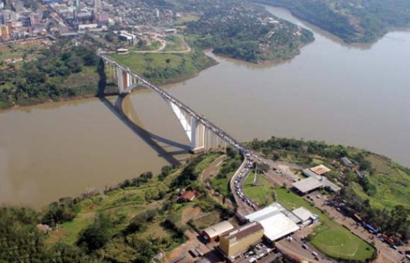 Artigo de 2004: Desordem na fronteira com o Paraguai