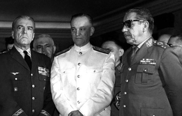 Artigo de 2004: Navio da Marinha homenageia um ditador