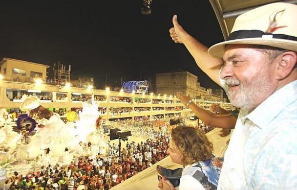 Lula desiste de desfilar em escola de samba. Um acesso da compostura que tantas vezes lhe faltou como presidente