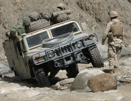 Um-Humvee-em-ação-no-Afeganistão