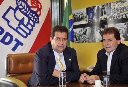 Ministro Lupi e Paulinho da Força, colegas de partido: tranquilidade preocupante. (Foto: José Cruz/ABr)