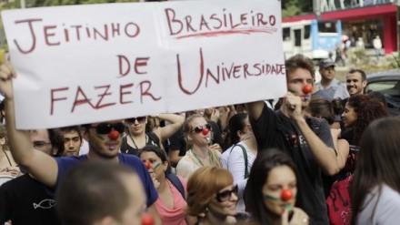 Protesto de alunos e professores na greve das federais (Foto: Nelson Antoine / Fotoarena)