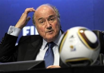 """Blatter: """"Não se pode julgar o passado com base nos padrões atuais"""" (Foto: AP)"""