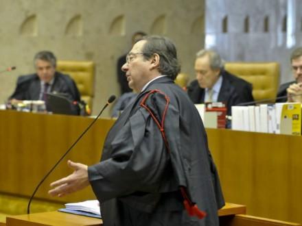 O advogado Arnaldo Malheiros Filho, vestindo a toga regimental, faz exposição oral no plenário do Supremo Tribunal Federal  (Foto: José Cruz / Agência Brasil)