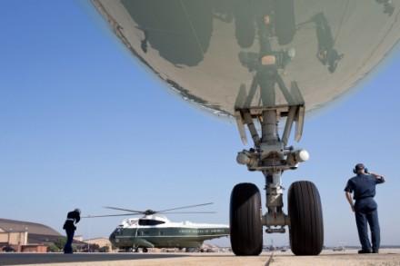 Obama chega à Base de Andrews no Marine One para embarcar para o Texas