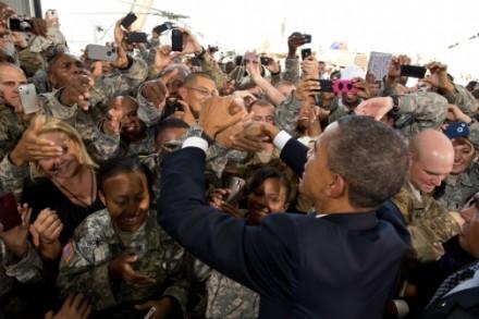 Obama com soldados