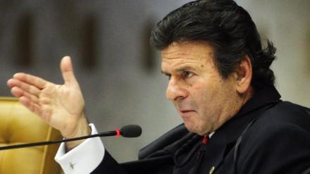 Ministro Luiz Fux profere seu voto durante julgamento da Ação Penal 470 (Foto: Felipe Sampaio / STF)