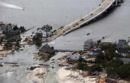 A visão de danos causados pela tempestade sobre a costa do Atlântico em Seaside Heights, Nova Jersey, quarta-feira 31 de outubro, a partir do helicóptero que transportava o presidente Barack Obama e o governador de NJ, Chris Christie (Foto: Doug Mills / Reuters)