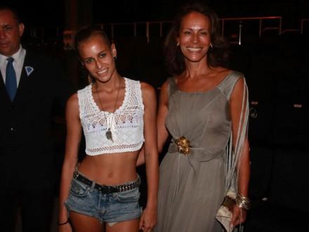 Mãe e filha no fashion Rio (Foto: Roberto Teixeira / Rio News)