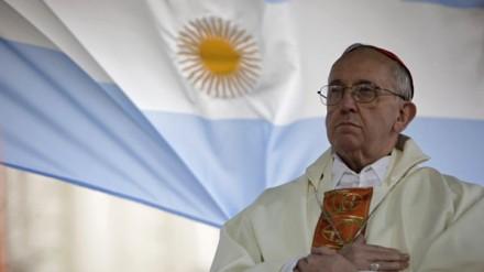 O ainda cardeal, Jorge Mario Bergoglio, durante missa em Buenos Aires, em 2009 (Foto: AP)