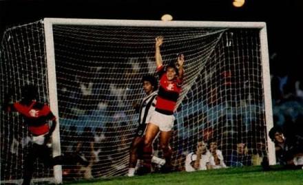 Vibrando com mais um gol: o principal artilheiro do Flamengo (Foto: Ricardo Chaves)