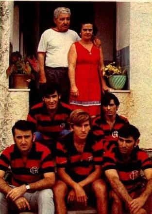 Os pais, com Antunes, Tonico, Zico, Nando e Edu (Foto: Abril)