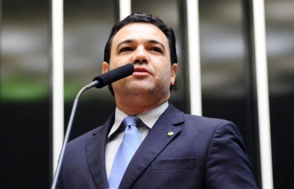 Pois desta vez estou ao lado do deputado Marco Feliciano: ele só sai da Comissão de Direitos Humanos se os mensaleiros condenados deixarem a Comissão de Justiça