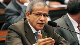O autor da emenda autoritária e imoral é o desconhecido deputado Nazareno Fonteles (PT-PI) (Foto: Beto Oliveira / Agência Câmara)