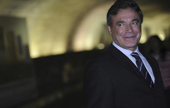 Senador Álvaro Dias, uma das vozes mais críticas da oposição, pode deixar o PSDB