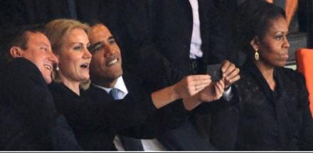 Barack Obama, presidente dos EUA, Helle Thorning-Schmidt, primeira-ministra da Dinamarca e David Cameron, primeiro-ministro britânico, tiram autorretrato durante cerimônia de funeral de Nelson Mandela em Joanesburgo