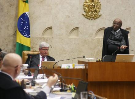 O plenário do STF julga os segundos embargos de declaração na Ação Penal 470, o processo do mensalão (Foto: Gervásio Baptista / STF)