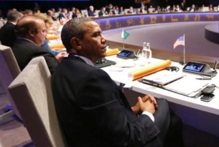 """Obama na cúpula sobre segurança nuclear em Haia, na Holanda: comentário sobre a Rússia ser """"potência regional"""" foi premeditado, e visou as fragilidades de um país poderoso, mas longe do que Putin pretende que seja (Foto: AFP / Pool / Yves Herman)"""