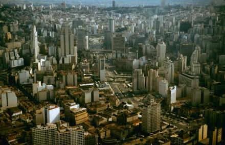 """Imagem inédita na versão impressa da """"Life"""" traz São Paulo, já gigantesca, há quase seis décadas"""