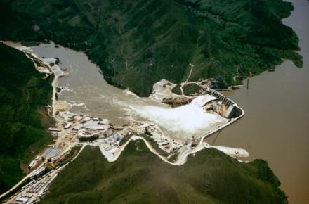 """""""A usina hidrelétrica Mascarenhos de Morais, construída pela American and Foreign Power Company perto do Rio Grande [no estado de Minas Gerais]. Custou US$ 41 milhões e abastecerá centros industriais nos arredores de São Paulo"""""""