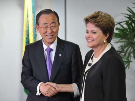 Em foto de arquivo, a presidente com o secretário-geral da ONU, Ban Ki-moon, que completou 70 anos no dia da abertura da Copa (Foto: Fábio Rodrigues Pozzebom/Agência Brasil)