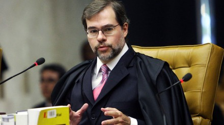 MENSALÃO: Entrevista concedida por Toffoli sugere uma República de bananas, com uma Justiça de opereta