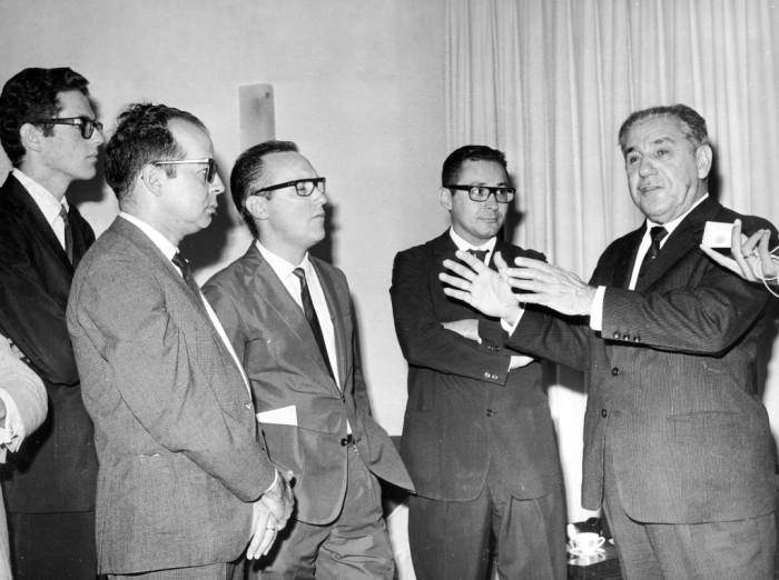 1966 _ 02 (Fevereiro) ou março _ Com Costa e Silva, e Manuel Peres, Luiz Menezes e João Emílio Falcão (Foto Adão Nascimento)