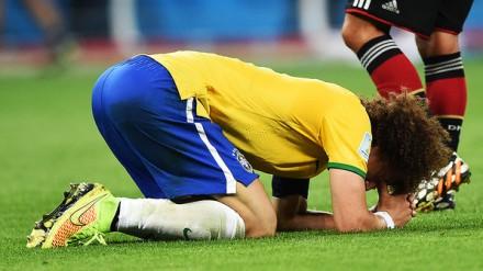 O zagueiro e capitão temporário David Luiz não se controla após a derrota (Foto: Ivan Pacheco/Veja.com)