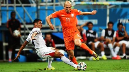 Além de ser o melhor em campo, uma vez mais, Robben mostrou um extraordinário preparo físico e uma raça admirável. Não teria tanta graça a Copa continuar sem ele (Foto: Ivan Pacheco/VEJA.com)