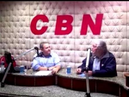 O jornalista Valdomiro Fantini com o senador Requião: quase saiu briga (Foto: CBN)
