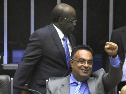 Vargas quando cometia a grosseria contra o ministro Joaquim Barbosa, relator do mensalão, e principal responsável por mandar para a cadeia chefões petistas: agora, chegou a vez de ele perder o mandato (Foto: Laycer Tomaz/Câmara dos Deputados)