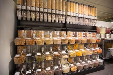 Parece uma loja de doces, mas é uma das opções de lanches da sede do Twitter -- e vários desses itens são saudáveis (Foto: Robert Johnson/Business Insider)