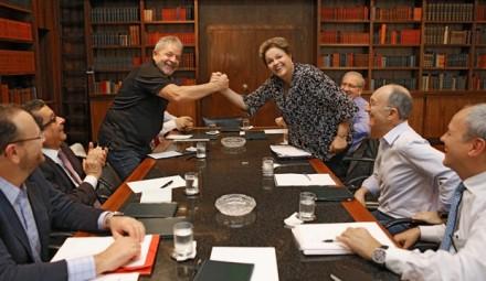Lula e Dilma em reunião sobre campanha no Palácio da Alvorada, em março passado. Na foto, aparecem ainda (Foto: Ricardo Stuckert / Instituto Lula)