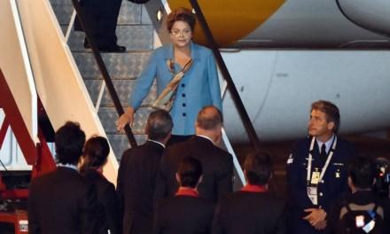 A presidente desembarca em Brisbane, na Austrália, para a reunião do G-20 que começa amanhã e vai até depois de amanhã (Foto: Reuters)