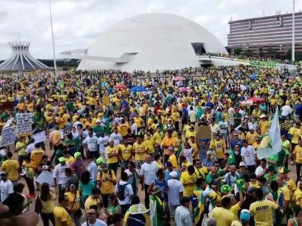 BRASÍLIA: A estimativa é de que 50 mil pessoas protestaram (Foto: Charles Sholl/Folhapress)