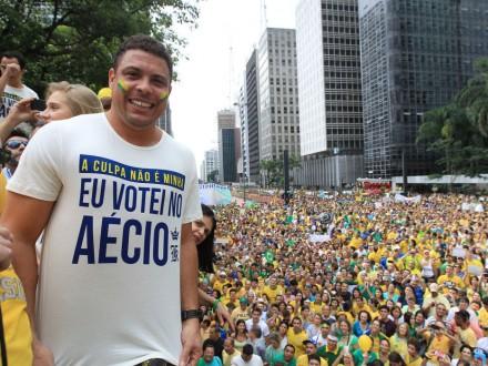 Ronaldo Fenômeno compareceu à gigantesca manifestação em São Paulo (Foto: Werther Santana/Estadão)