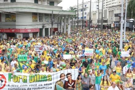 Os protestos em Santos (SP) (Foto: A Tribuna)