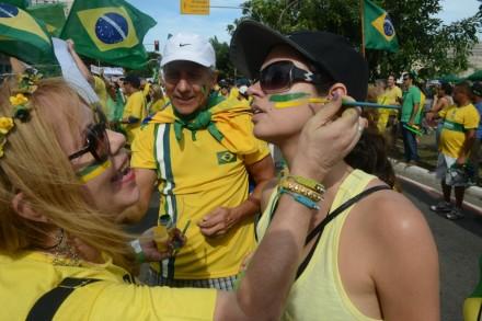 Em Vitória (ES), voltam os caras-pintadas (Foto: Ricardo Medeiros/A Gazeta)